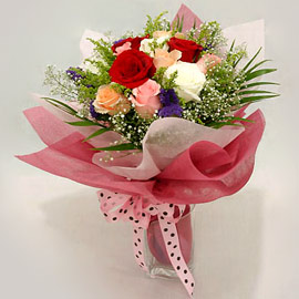 Karisik renklerde 11 adet gül buketi  Kırklareli anneler günü çiçek yolla