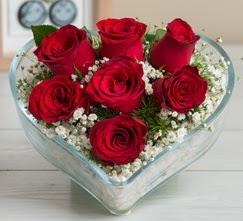Kalp içerisinde 7 adet kırmızı gül  Kırklareli uluslararası çiçek gönderme