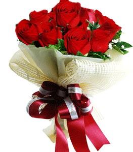 9 adet kırmızı gülden buket tanzimi  Kırklareli uluslararası çiçek gönderme