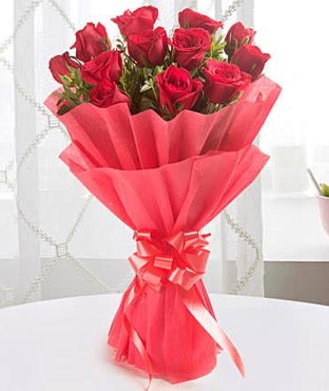 12 adet kırmızı gülden modern buket  Kırklareli 14 şubat sevgililer günü çiçek