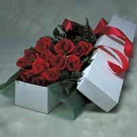Kırklareli çiçek yolla  11 adet gülden kutu