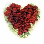 kalp biçiminde 15 gülden   Kırklareli internetten çiçek siparişi