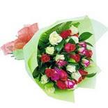 12 adet renkli gül buketi   Kırklareli uluslararası çiçek gönderme