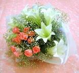 Kırklareli 14 şubat sevgililer günü çiçek  lilyum ve 7 adet gül buket