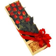 kutuda 12 adet kirmizi gül   Kırklareli 14 şubat sevgililer günü çiçek
