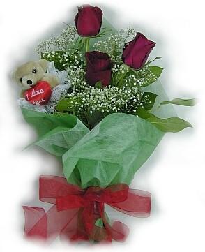 3 adet gül ve küçük ayicik buketi  Kırklareli çiçek gönderme