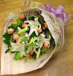 Kırklareli online çiçekçi , çiçek siparişi  11 ADET GÜL VE 1 ADET KAZABLANKA
