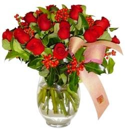 Kırklareli güvenli kaliteli hızlı çiçek  11 adet kirmizi gül  cam aranjman halinde