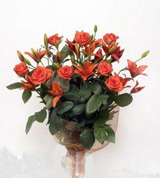9 adet gül ve 3 adet lilyum çiçegi buketi   Kırklareli çiçek gönderme