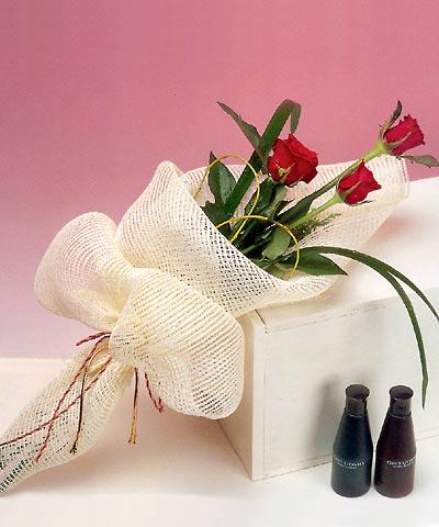 3 adet kalite gül sade ve sik halde bir tanzim  Kırklareli İnternetten çiçek siparişi