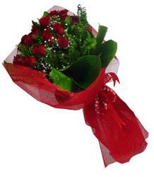 Kırklareli uluslararası çiçek gönderme  10 adet kirmizi gül demeti
