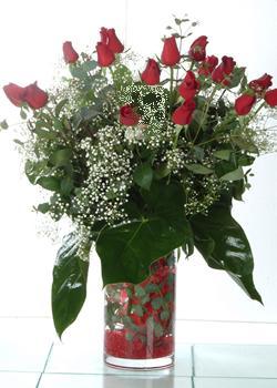 Kırklareli internetten çiçek siparişi  11 adet kirmizi gül ve cam yada mika vazo tanzim