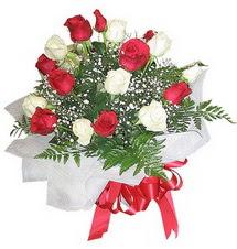 Kırklareli çiçek servisi , çiçekçi adresleri  12 adet kirmizi ve beyaz güller buket