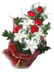 Kırklareli çiçekçiler  5 adet kirmizi gül 1 adet kazablanka çiçegi buketi