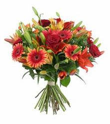 Kırklareli anneler günü çiçek yolla  3 adet kirmizi gül ve karisik kir çiçekleri demeti