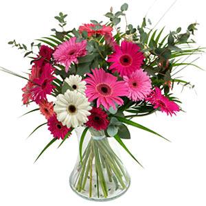 15 adet gerbera ve vazo çiçek tanzimi  Kırklareli çiçek yolla