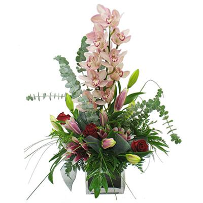 Dal orkide çiçegi ve kir çiçekleri vazosu