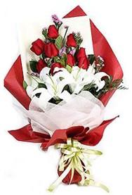 Kırklareli kaliteli taze ve ucuz çiçekler  9 adet gül 2 adet kazablanka buketi