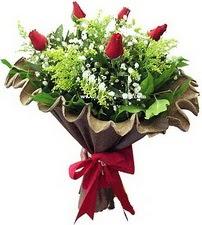 Kırklareli çiçek yolla  5 adet kirmizi gül buketi demeti