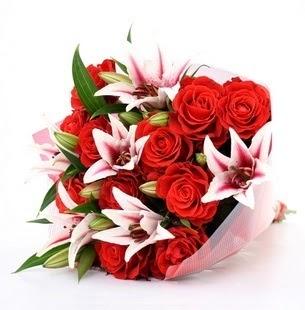 Kırklareli çiçek gönderme sitemiz güvenlidir  3 dal kazablanka ve 11 adet kırmızı gül