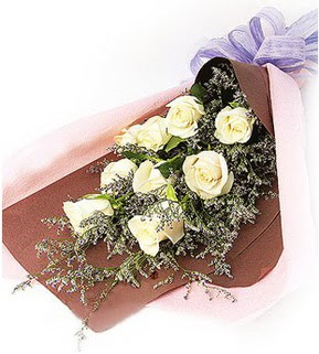 Kırklareli çiçek gönderme  9 adet beyaz gülden görsel buket çiçeği