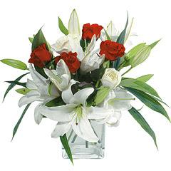 vazo içerisinde 4 gül 1 adet kazablanka  Kırklareli çiçek yolla