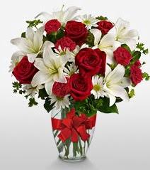 Eşsiz vazo tanzimi güller kazablankalar  Kırklareli çiçek yolla