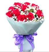12 adet kırmızı gül ve beyaz kır çiçekleri  Kırklareli güvenli kaliteli hızlı çiçek