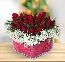 15 kırmızı gülden kalp mika çiçeği  Kırklareli çiçek online çiçek siparişi