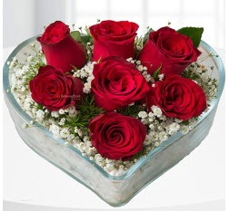 Kalp içerisinde 7 adet kırmızı gül  Kırklareli çiçek siparişi sitesi