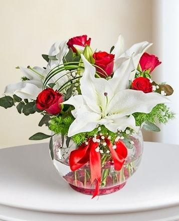 Fanus Vazoda 2 Lilyum ve 5 Gül Dansı  Kırklareli anneler günü çiçek yolla