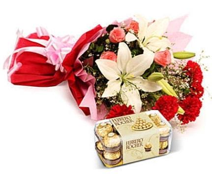 Karışık buket ve kutu çikolata  Kırklareli çiçek servisi , çiçekçi adresleri