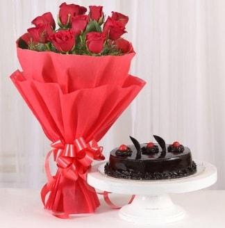 10 Adet kırmızı gül ve 4 kişilik yaş pasta  Kırklareli online çiçekçi , çiçek siparişi
