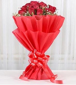 12 adet kırmızı gül buketi  Kırklareli kaliteli taze ve ucuz çiçekler