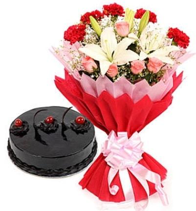 Karışık mevsim buketi ve 4 kişilik yaş pasta  Kırklareli güvenli kaliteli hızlı çiçek