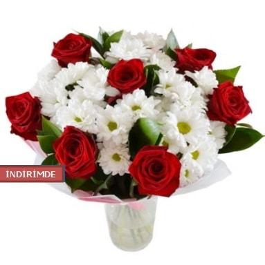 7 kırmızı gül ve 1 demet krizantem  Kırklareli uluslararası çiçek gönderme